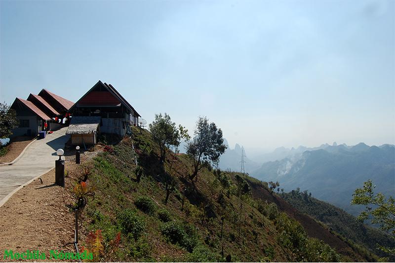 Vistas de un bonito mirador en medio de la nada, en laos