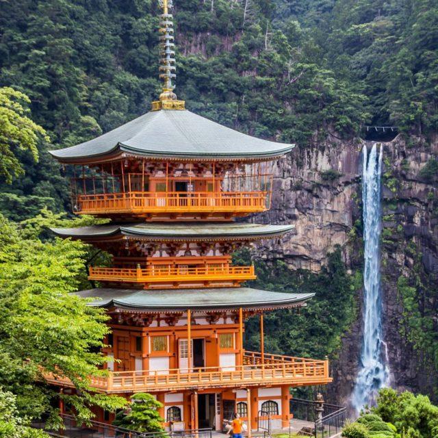 La llegada a la pagoda de Nachi Taisha junto ahellip