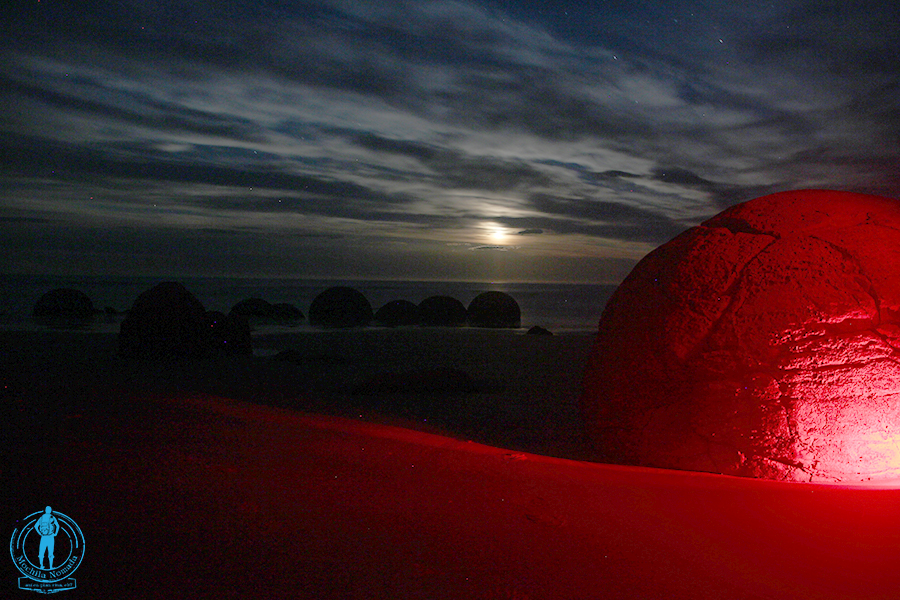 moeraki-boulders-night