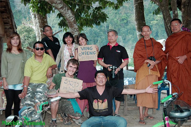 Auto-Stop en Laos ( en 4×4 militar y con 2 Monjes Budistas )